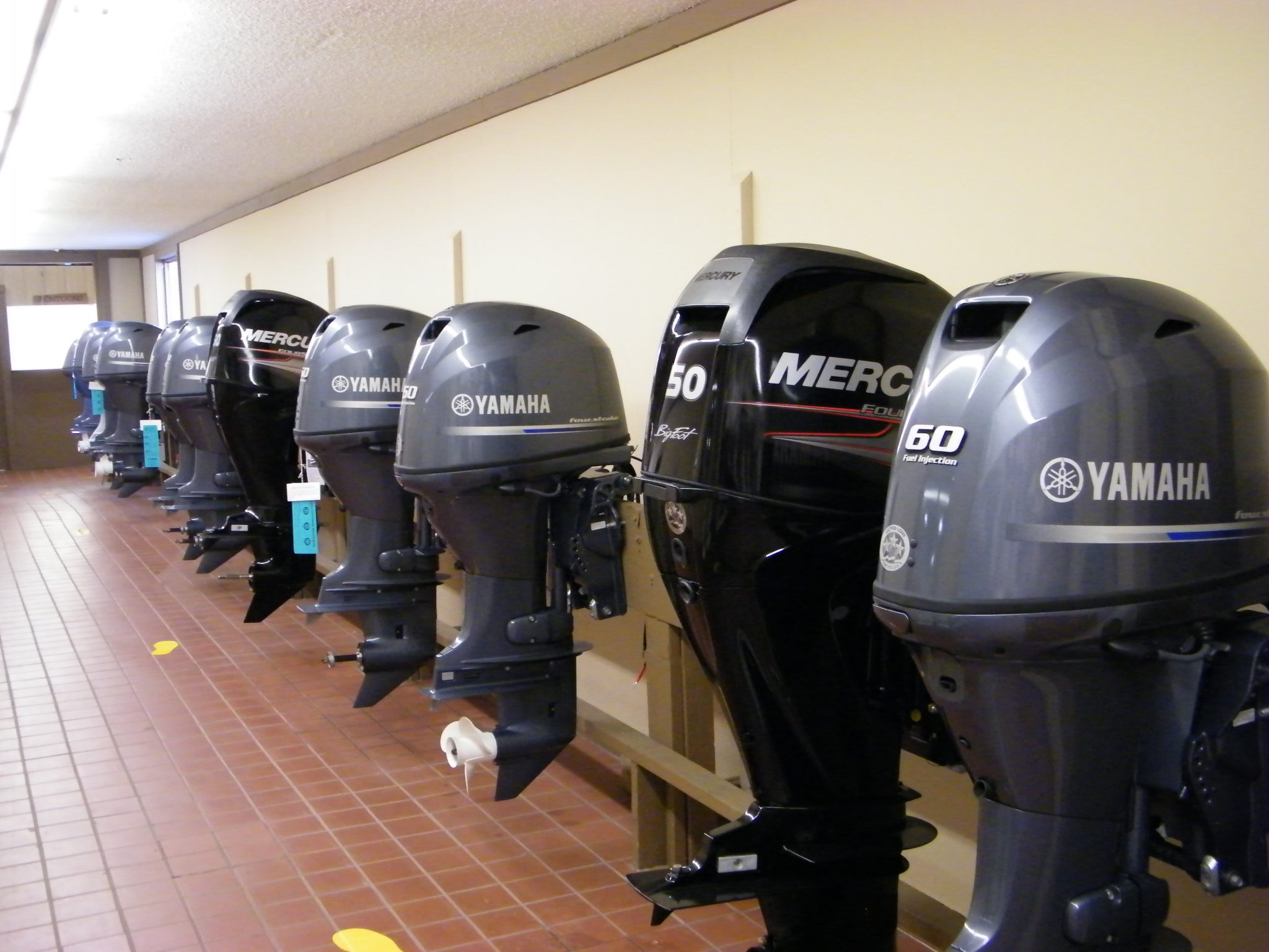 Motors trailers hallberg marine for Outboard motors for sale in wisconsin